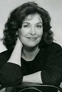 Polly Adams演员