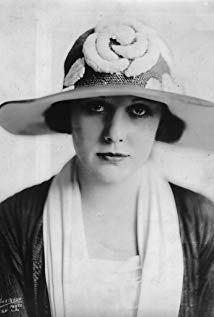 艾德娜·珀薇安丝 Edna Purviance演员