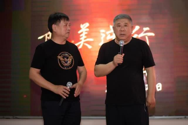 钟南山题片名,邓建国总出品,首部抗疫题材电影武汉首映 !