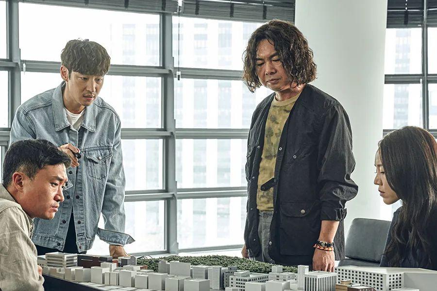 观众评分高达9.5分,这部韩国新片一上映就登顶票房榜榜首