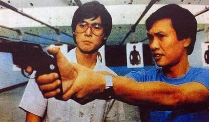 看了这片,我发现香港导演真正的大佬,不是王晶,不是徐克,是他