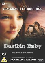 垃圾箱里的婴儿海报