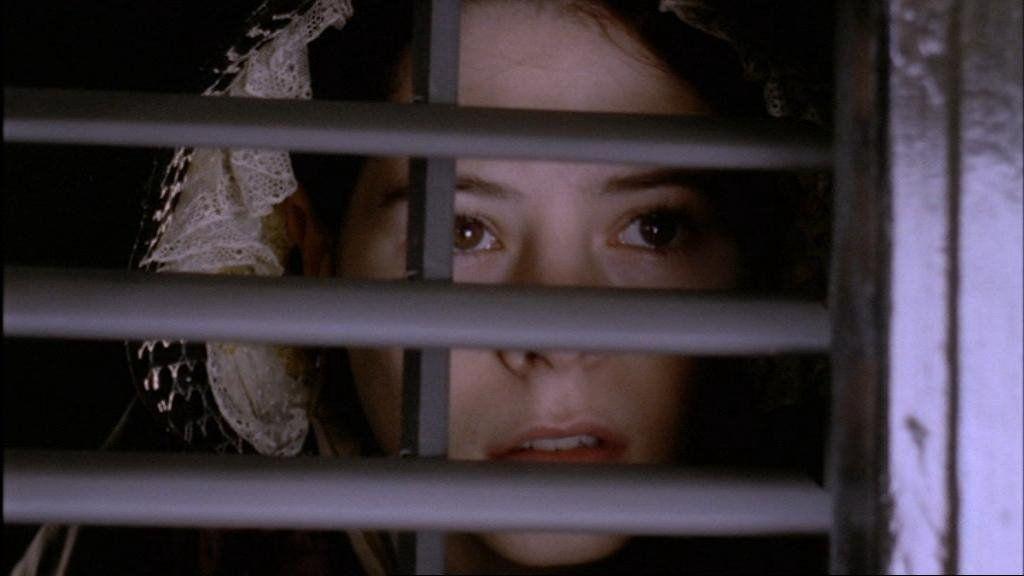016韩国上映的同性悬疑电影《小姐》就是根据这部3集英剧翻拍
