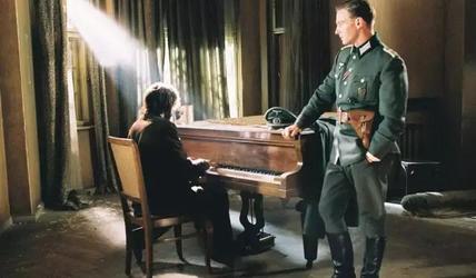 《钢琴家》影评——鲜花中的一尊大炮