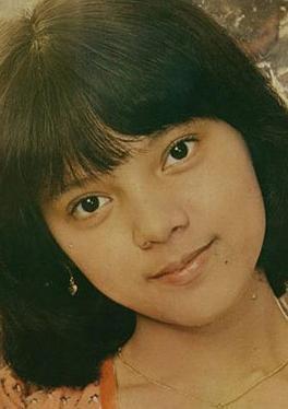 露云娜 Rowena Cortes演员