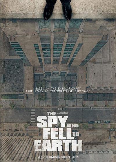 堕入地球的间谍海报