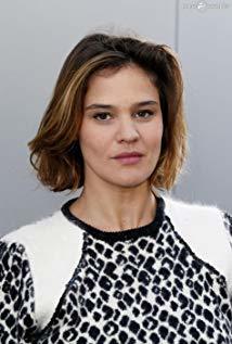 玛丽·德纳尔诺 Marie Denarnaud演员