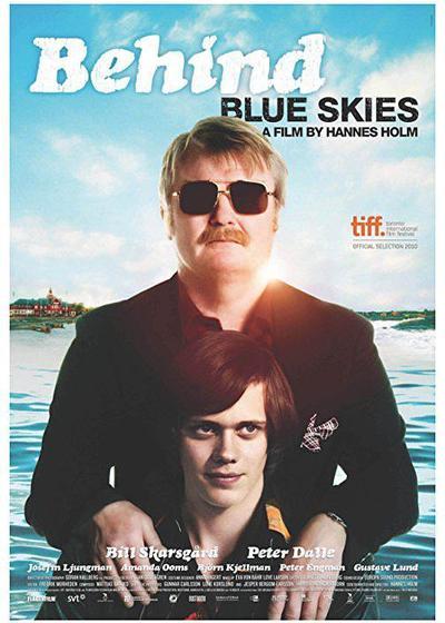 天空是蓝色的海报