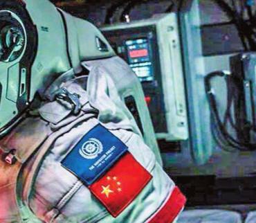 逆袭第一!冲击50亿票房的《流浪地球》和下一个百亿演员吴京