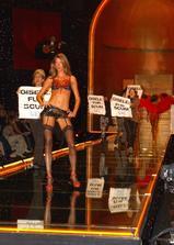 维多利亚的秘密2002时装秀海报