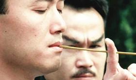 90年林正英的《驱魔警察》,被网友戏称是:英叔带3个猪队友