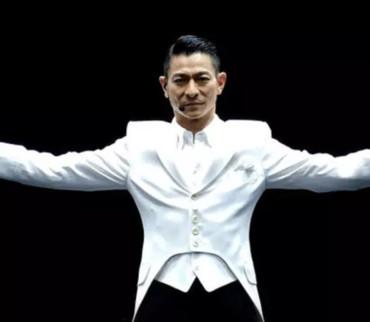 57岁刘德华舞台洒泪:有些人就是没天赋,但是他死磕到底啊!