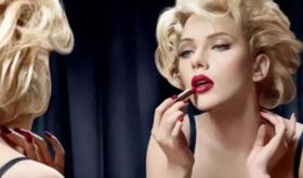 这位好莱坞一姐,不只是个「性感尤物」