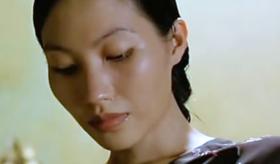 这部透着湿漉漉情欲的电影,揭开了越南人难以启齿的疮疤